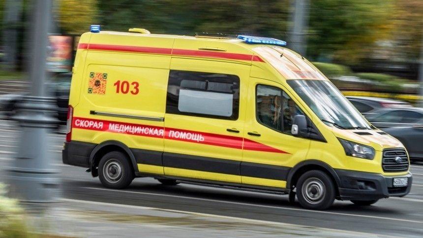 Мерседес наполной скорости влетел под КАМАЗ под Москвой— шокирующее видео