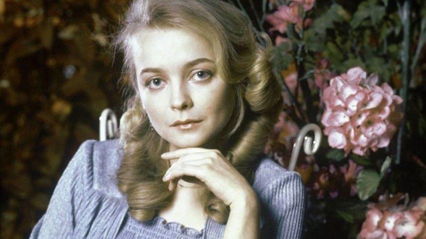 Что известно осостоянии звезды кино «Москва слезам неверит» после смерти мужа?