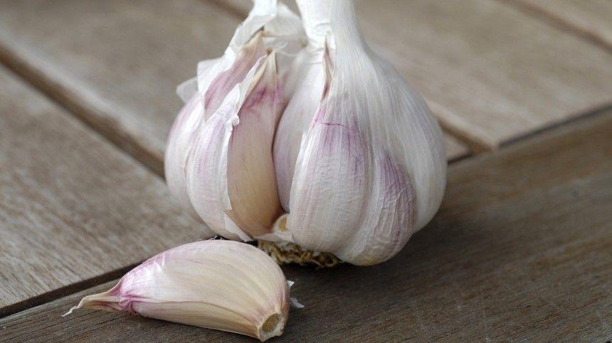 Научные исследования показали, что чеснок помогает отдавления, снижает холестерин, влияет насостояние кожи ипредотвращает многие серьезные заболевания.