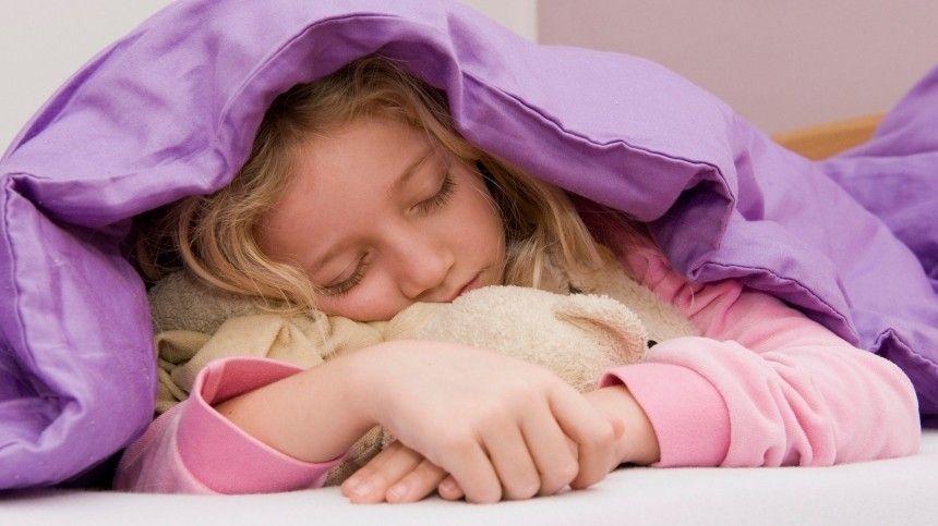 Часы с машинкой: как легко будить ребенка в школу  советы психолога