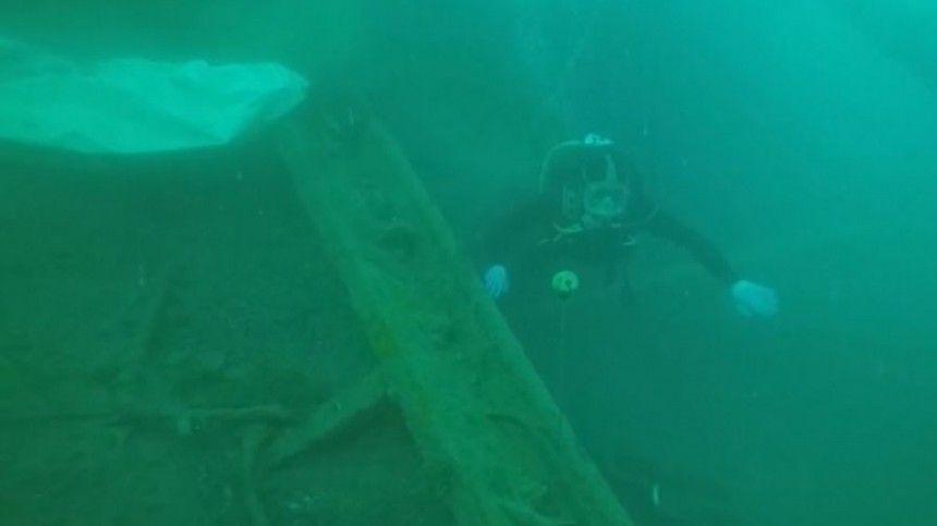 Сзатонувшего вКрыму судна подняли 18 тысяч боеприпасов
