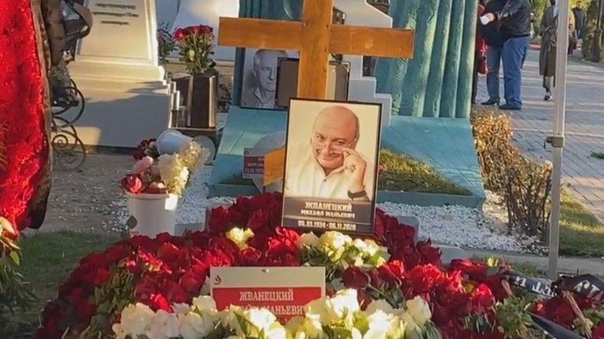 Михаила Жванецкого похоронили наНоводевичьем кладбище вМоскве— эксклюзив