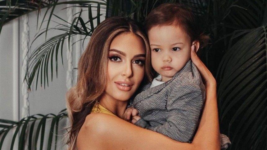 «Маленький принц»: Воеводина показала подросшего сына экс-короля Малайзии— фото