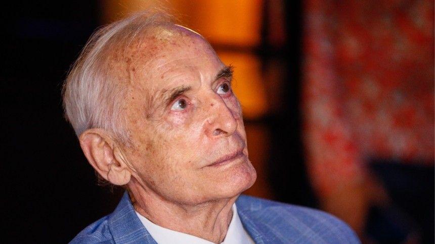 Актер Василий Лановой многие годы был любимцем советских ироссийских зрительниц. Харизматичного артиста считали эталоном мужской красоты.