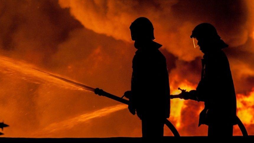 Двое детей и взрослый стали жертвами пожара в многоэтажном доме в Москве
