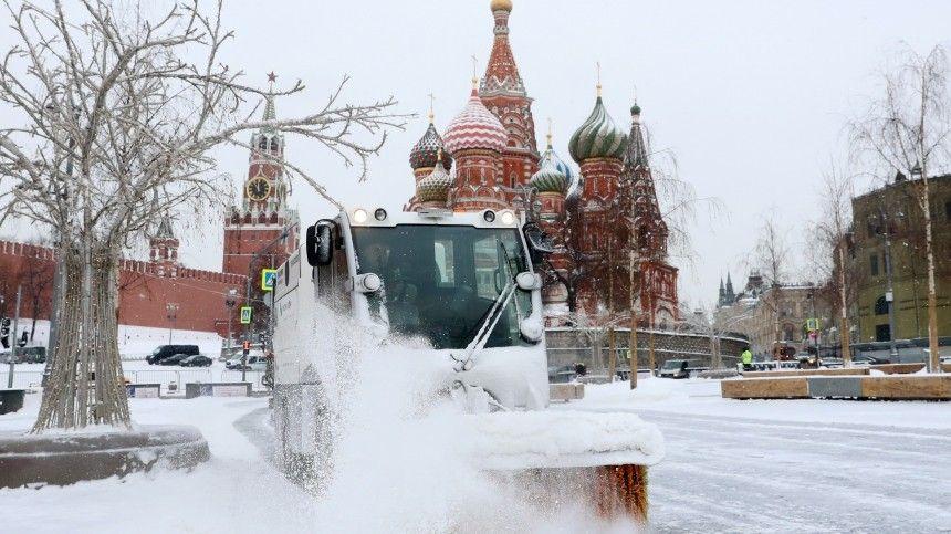 Огромные сугробы и пробки: как Москва справляется с «черной…