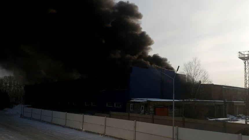 Первые кадры с места взрыва на складе в…