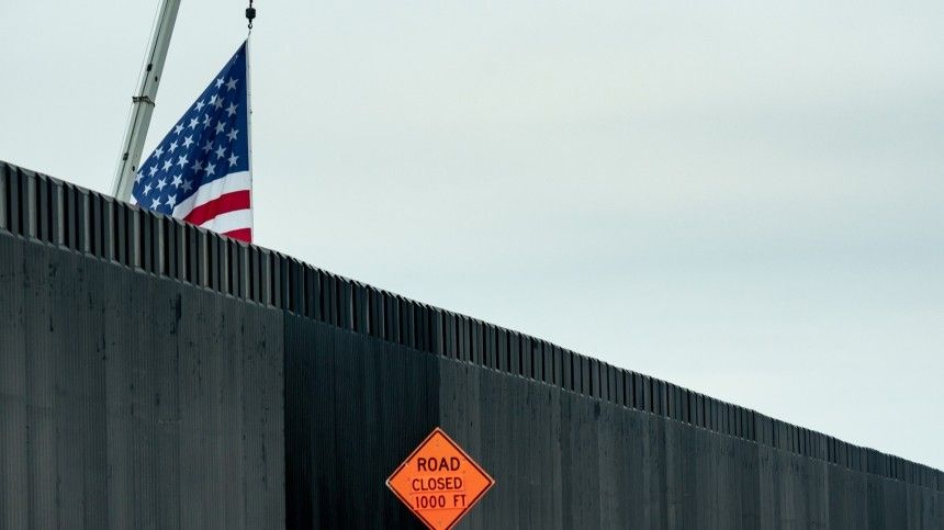 Пограничный недострой: Байден прекратил финансирование стены…