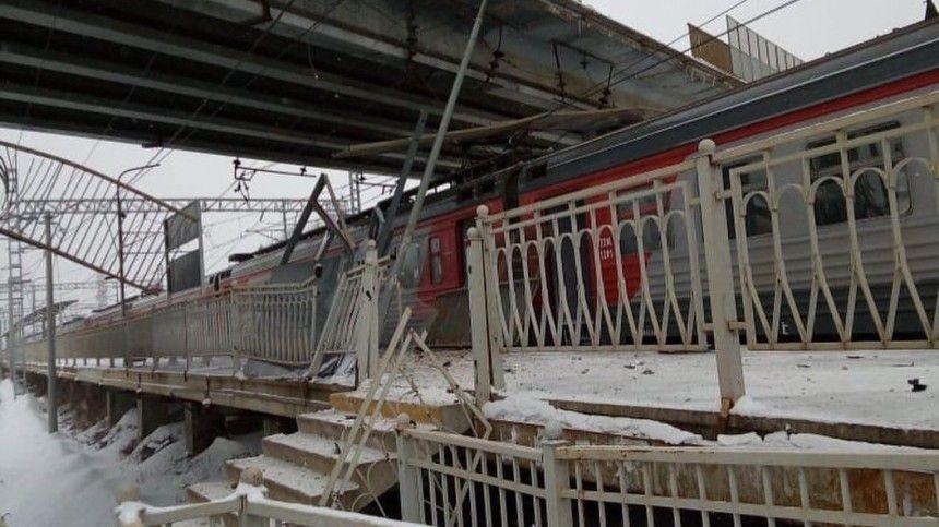 Страшные кадры последствий падения авто с моста на ж/д…