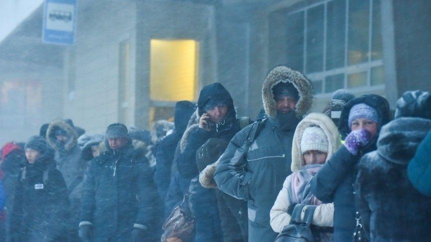 Лютые морозы и «черная метель»: зима в российских регионах вошла в…