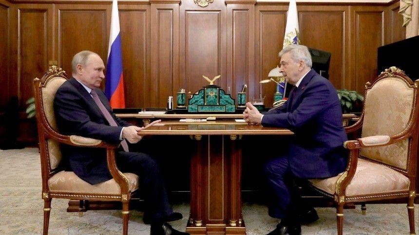 Глава государства особо отметил его вклад в подготовку будущих российских врачей.