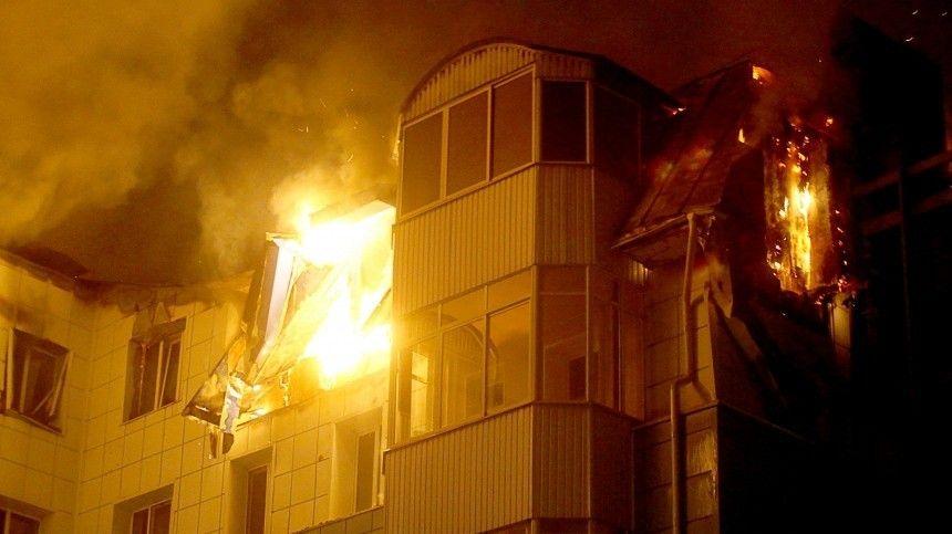 В Пермском крае двое полицейских на руках вынесли людей из горящей…
