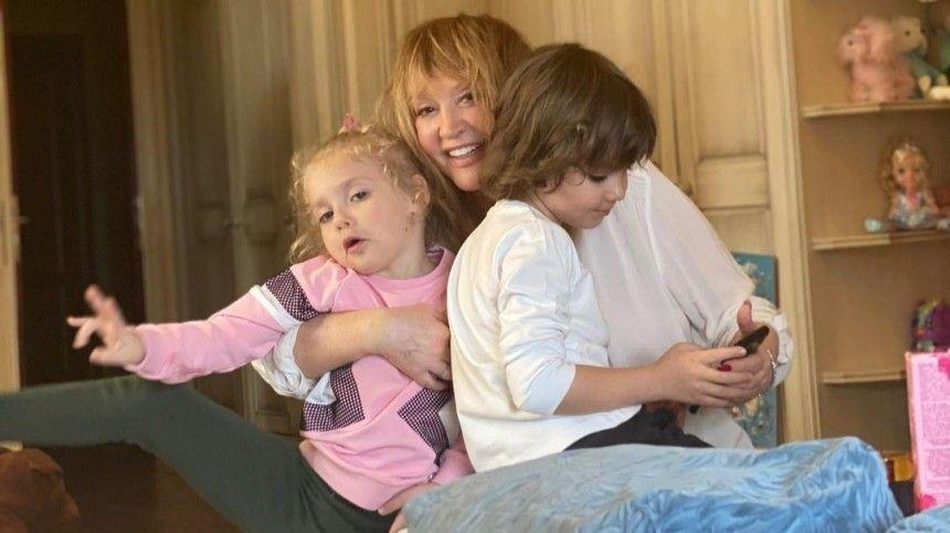 Какая грация : Пугачева показала дочь Лизу, которая в танце делает…