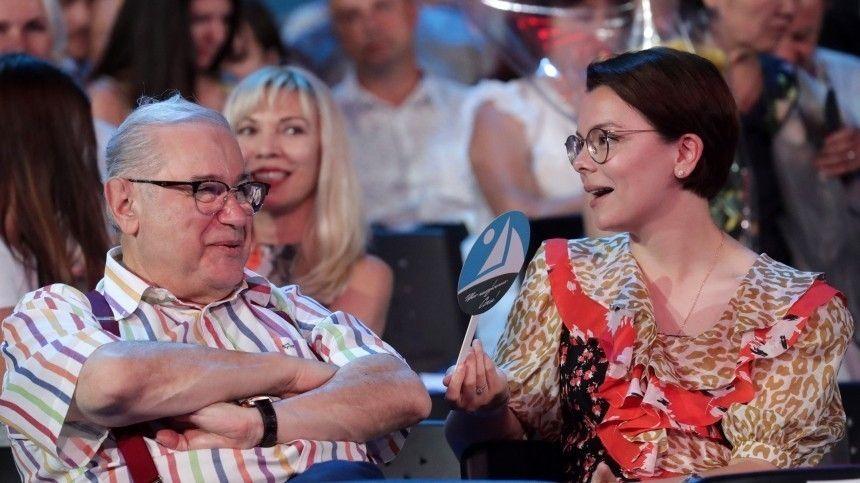 Молодая жена Петросяна подогрела слухи о второй беременности новым…