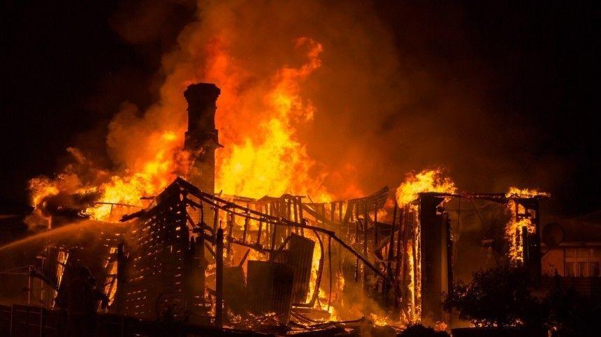 Сестры сгорели заживо при попытке изгнать дух покойного отца из дома под…