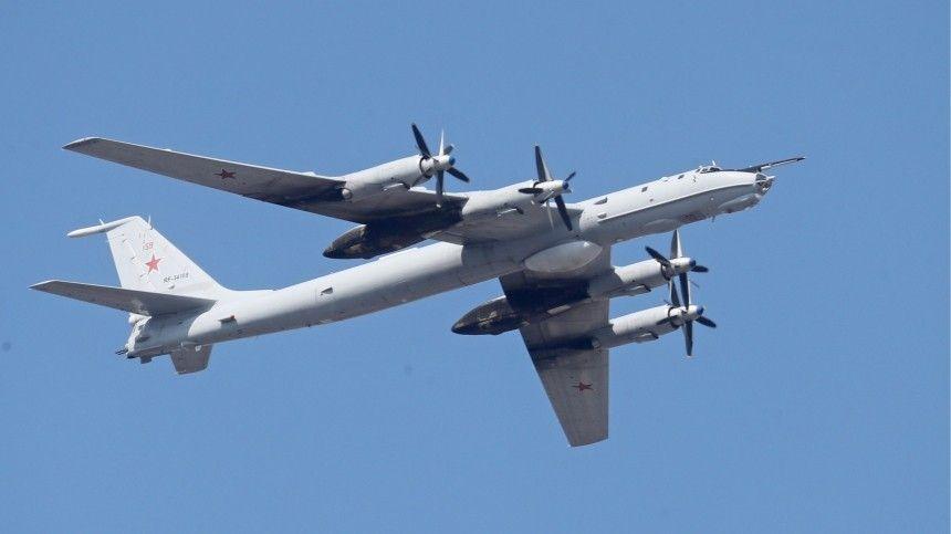 Военный самолет Ту-  совершил аварийную посадку с отказавшим…