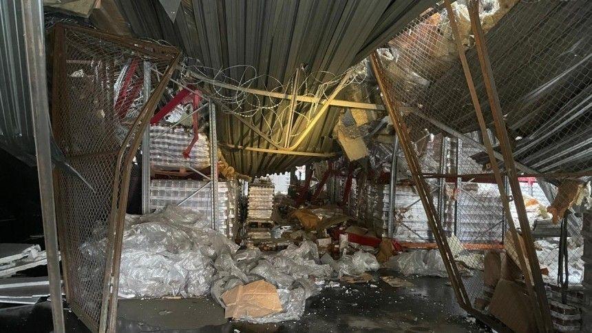 Московский склад с обрушившейся крышей сняли на видео с…