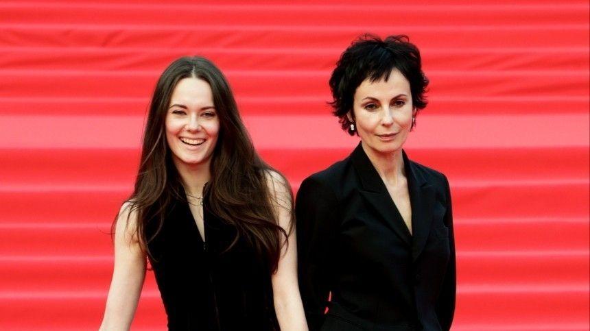 Одесская мама : Апексимова сделала свою дочь главной актрисой Театра на…
