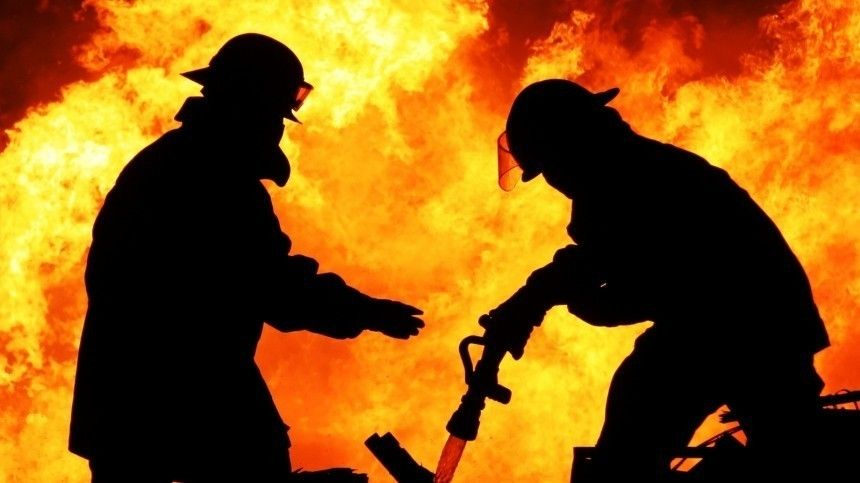 Обрушилась кровля горящего хостела в центре Москвы …