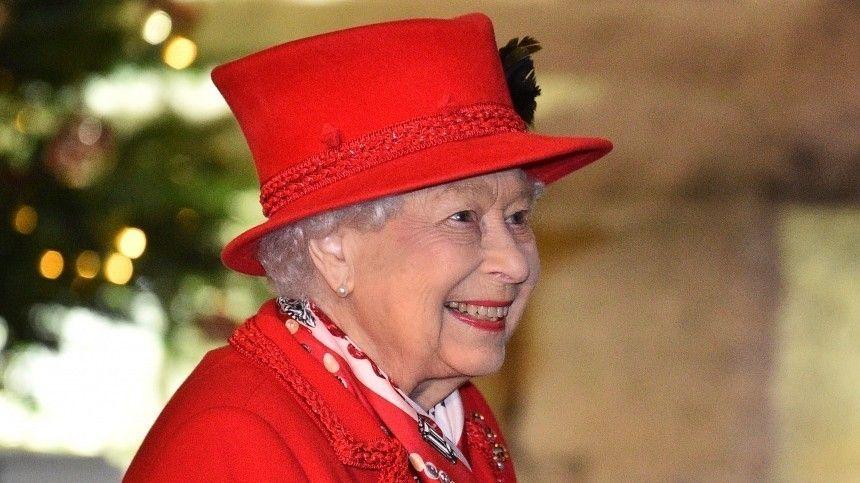 Елизавета II пришла в восторг от новости о беременности Меган…