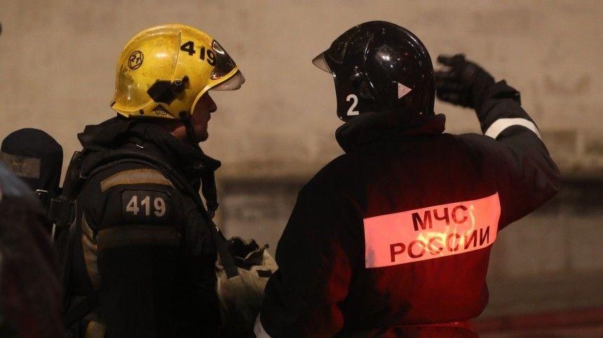 Очевидцы сообщают об обрушении здания у завода  Филит  в…