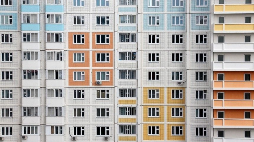 Выпавший из окна квартиры кинопартнерши Сергея Безрукова скончался в…