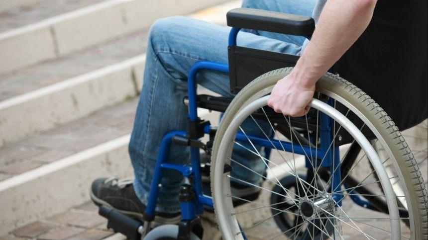 Подарок с браком: инвалид-колясочник пожаловался на подъемник от мэрии…