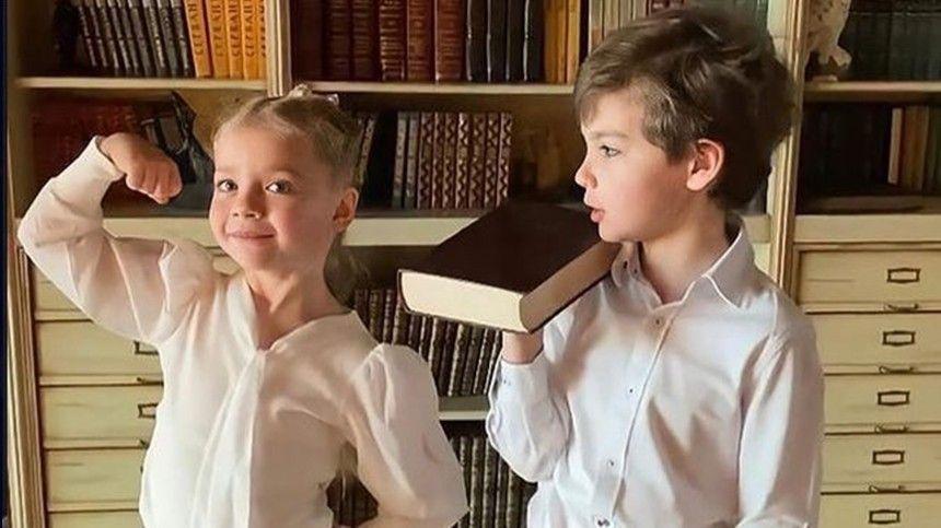 Минута славы : дети Максима Галкина спародировали его фанатов …