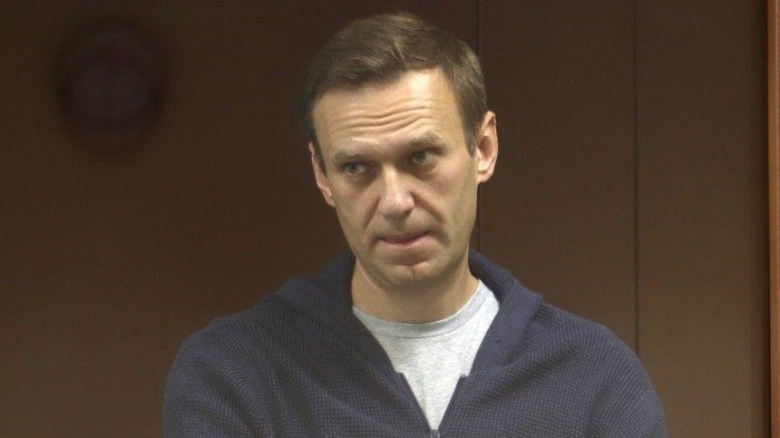 Автозак прибыл в суд, где рассмотрят жалобу Навального на замену условного срока…