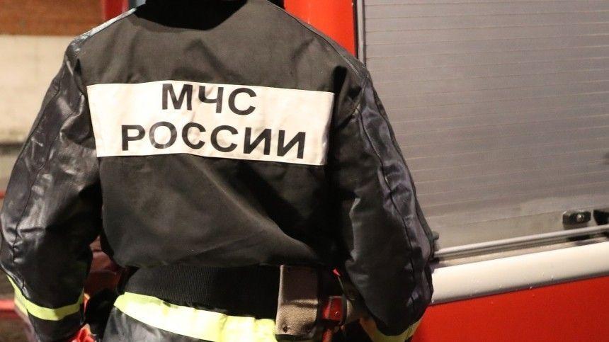 Видео: кровля в ТЮЗ в Томске полыхает на площади  ,  тысячи квадратных…