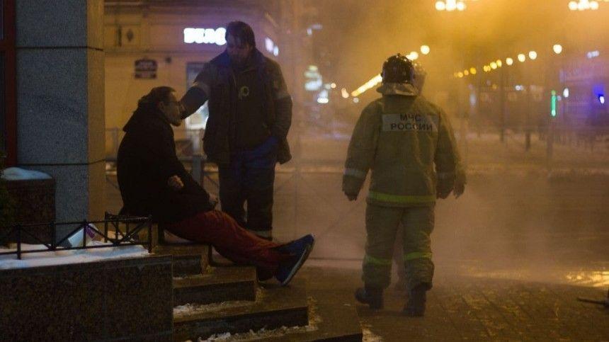 Прохожий получил ожоги на улице в Петербурге из-за лопнувшей трубы…