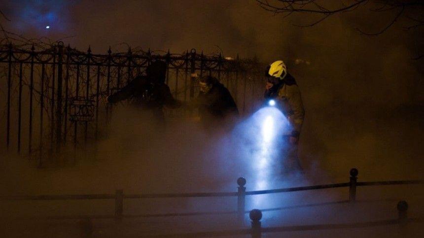 Момент мощного прорыва трубы в Петербурге попал на…