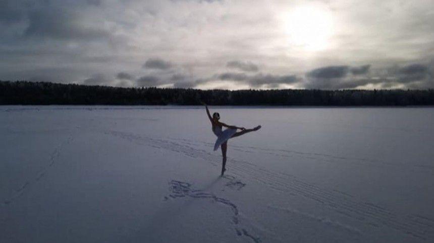 Невероятное зрелище: балерина Мариинки станцевала на льду Финского…