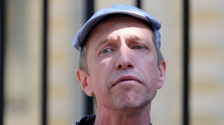 Звезду  Кривого зеркала  рассмешили нападки Соседова на заработки…