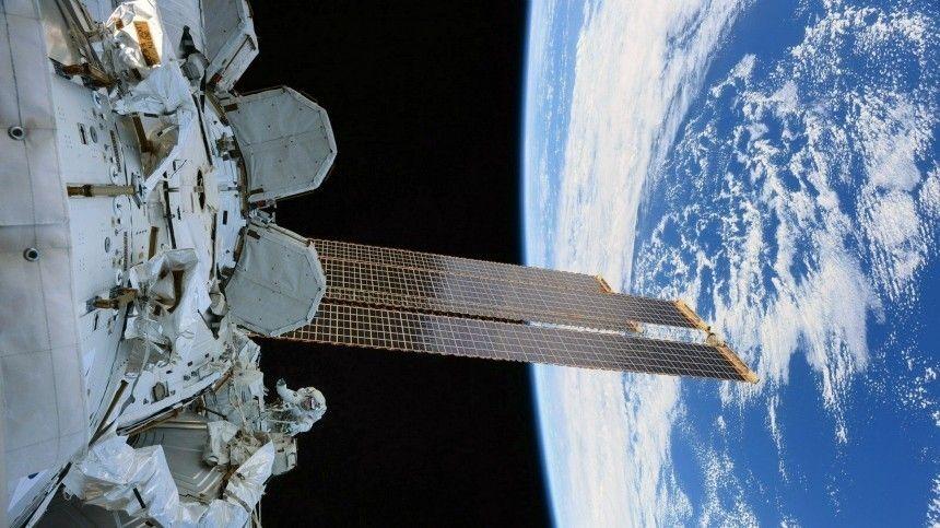 Мирного неба над планетой : космонавты с МКС поздравили россиян с…