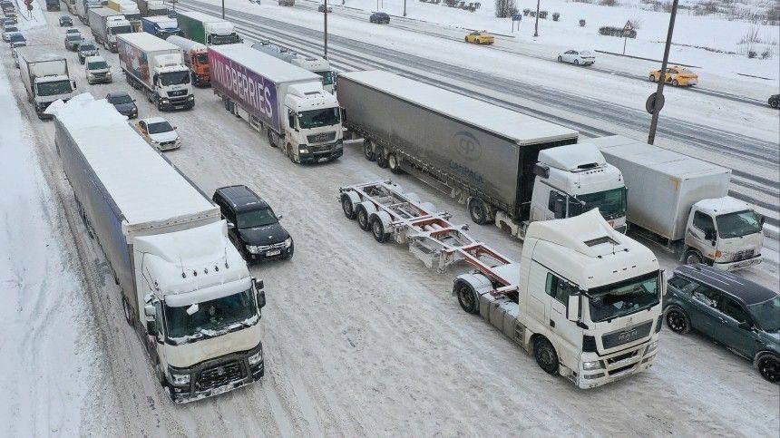 Метели и снегопады провоцируют транспортные коллапсы по всей…