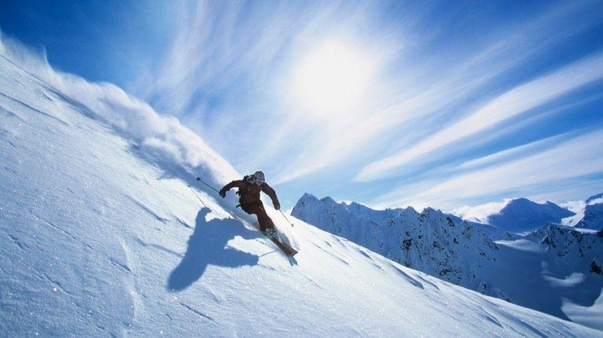 Экстремальное падение лыжника в восьмиметровую яму в горах Сочи попало на…