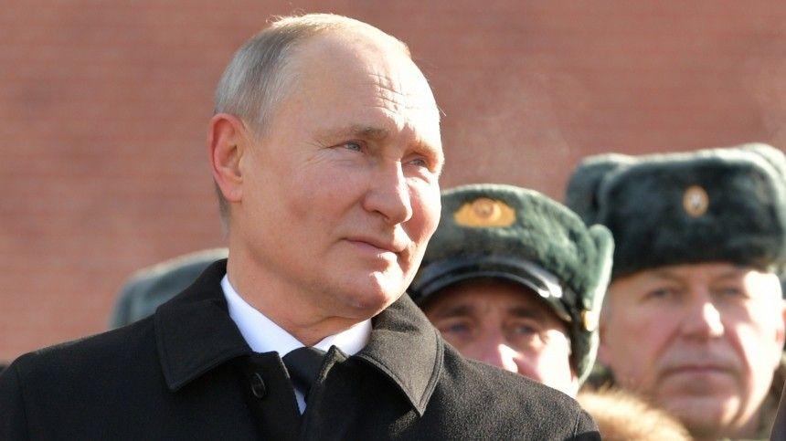 Песков объяснил, почему Путин был на морозе без…