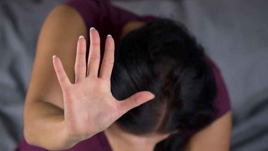 В Петербурге трое молодчиков изнасиловали…