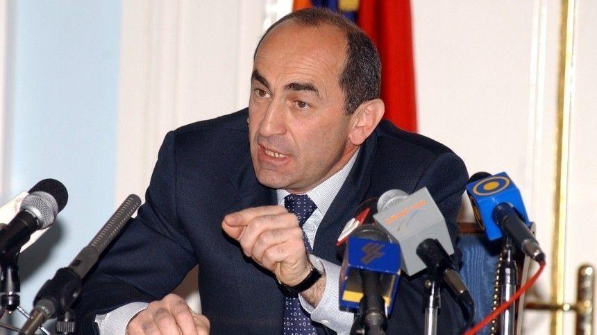 Экс-президент призвал армян поддержать потребовавших отставки Пашиняна…