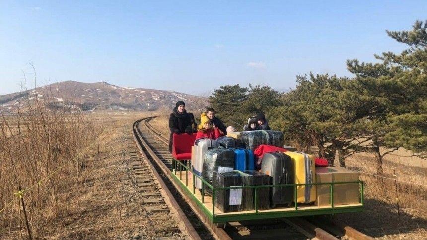 Родина, встречай: российские дипломаты вернулись из КНДР на дрезине …