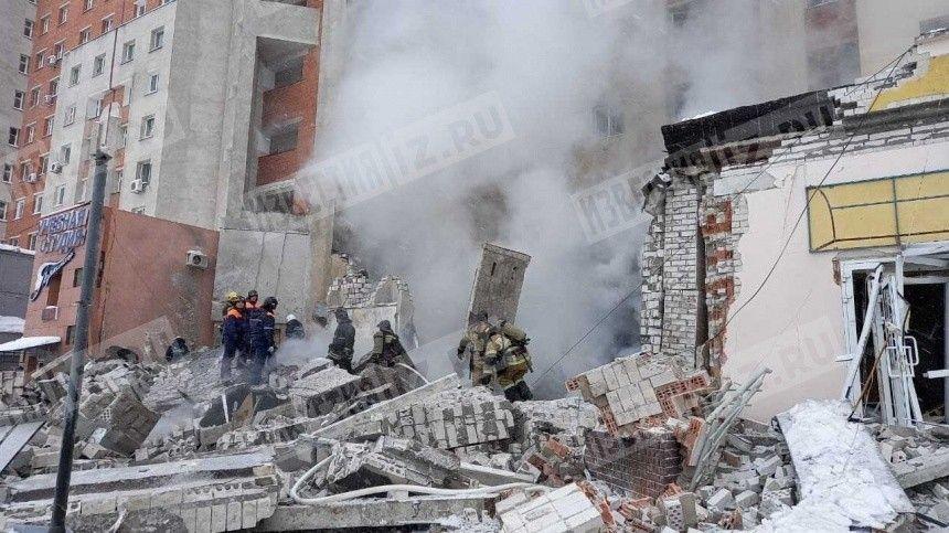 Из-за начавшегося после взрыва пожара эвакуируют жильцов дома в Нижнем…