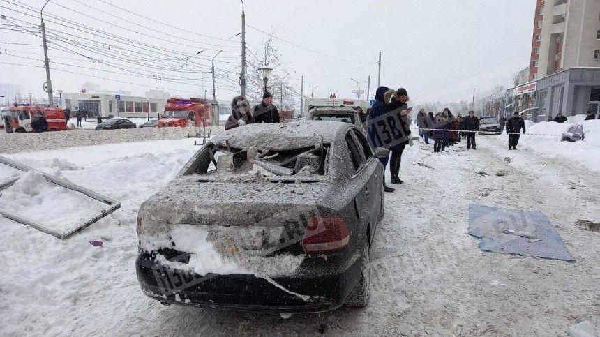 Спасатели ищут людей под завалами после взрыва в доме Нижнего…