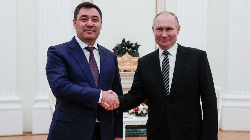 Президент Киргизии рассказал, что подарил Владимиру…
