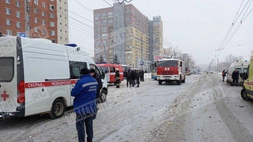 Видео: пострадавшего достали из-под завалов после взрыва газа в Нижнем…