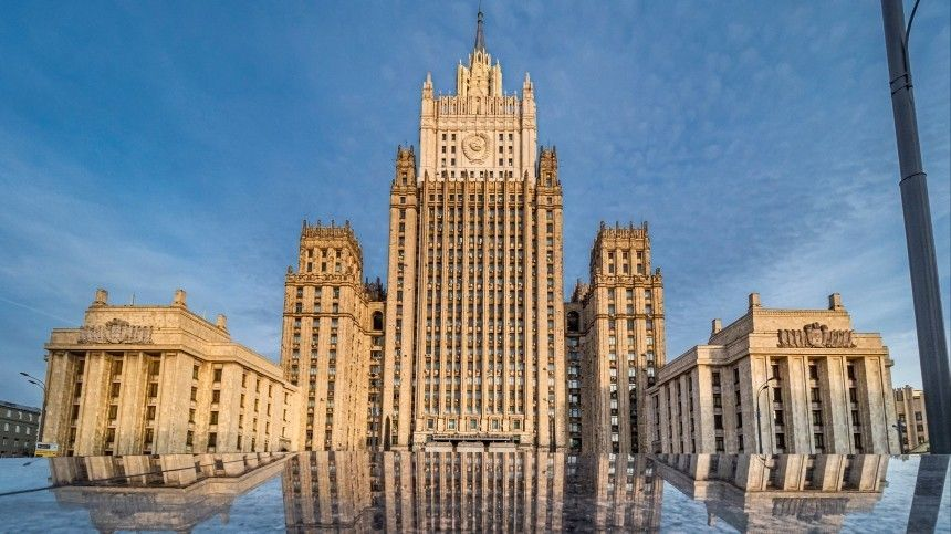 Решительно осуждаем : в МИД РФ прокомментировали авиаудар США по…