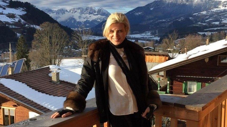 Тренировки дома и голодание: Эмма Малинина о секретах подтянутой…