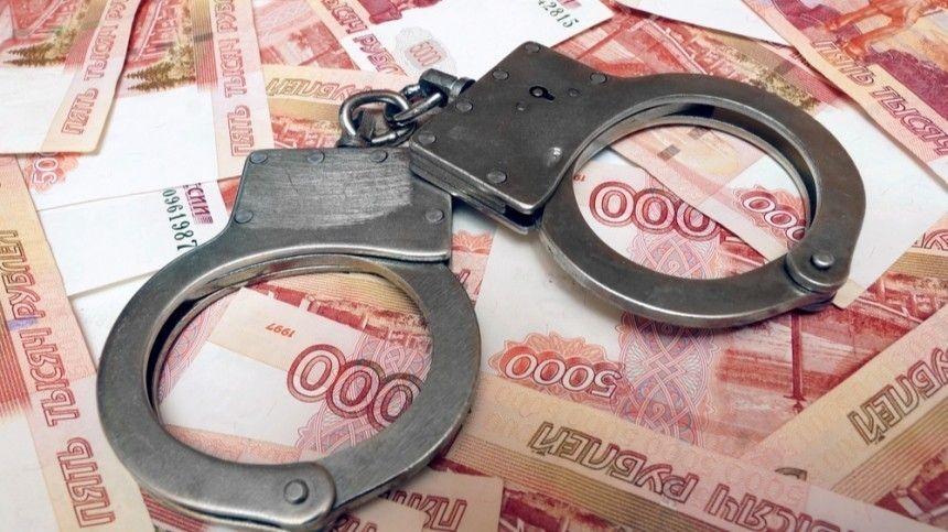 В Петербурге оперативник вымогал у мошенника полтора миллиона…