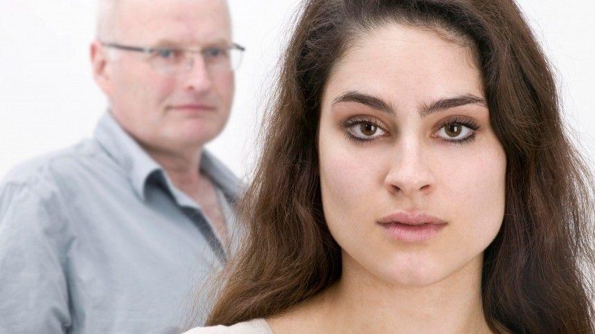 Сексолог объяснил, почему молодые девушки предпочитают мужчин…