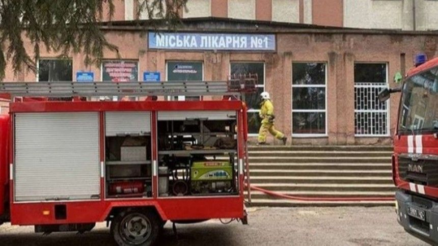 Один человек погиб при взрыве в больнице на Украине …